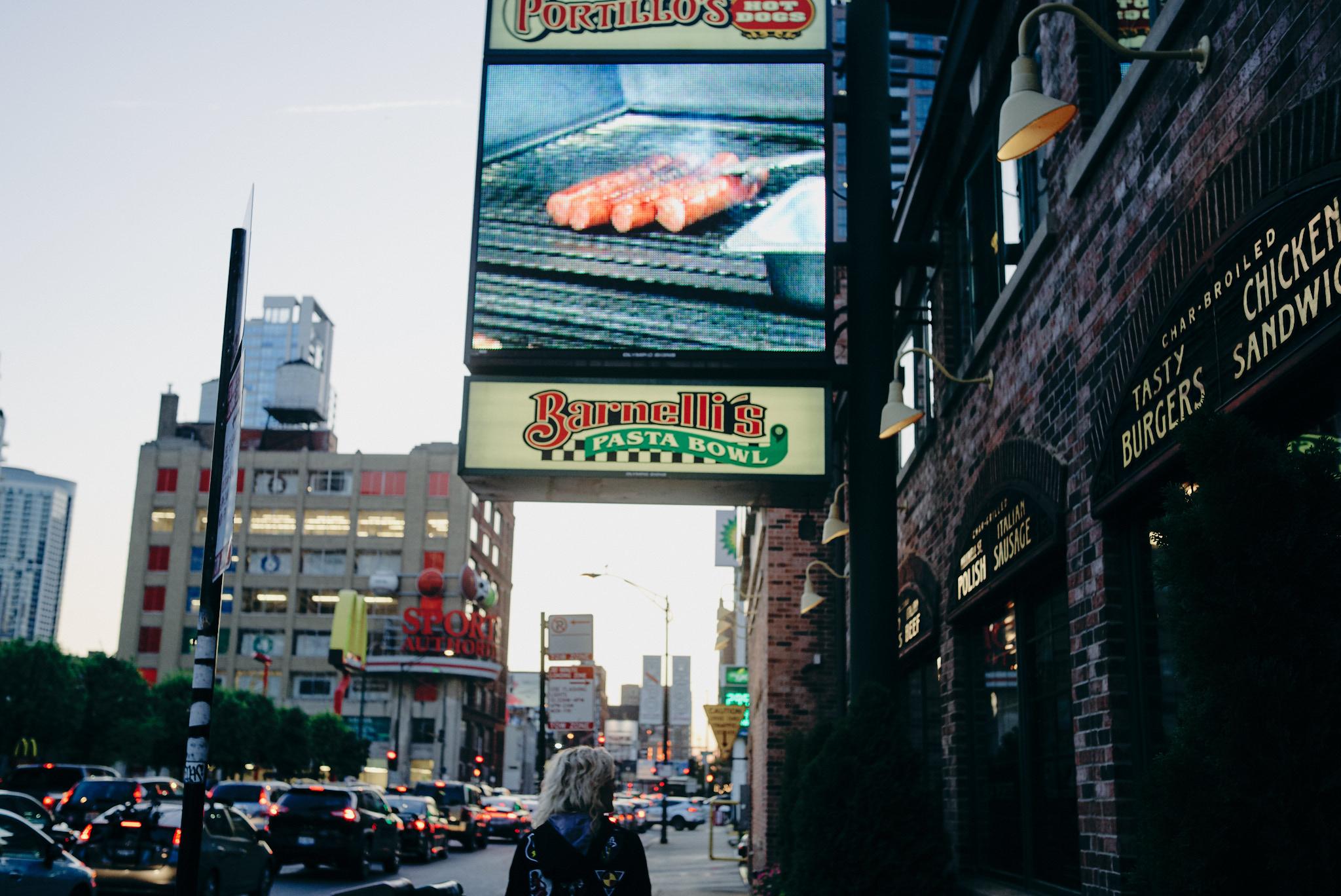 Melbourne-travel-photographer-chicago-hotdog