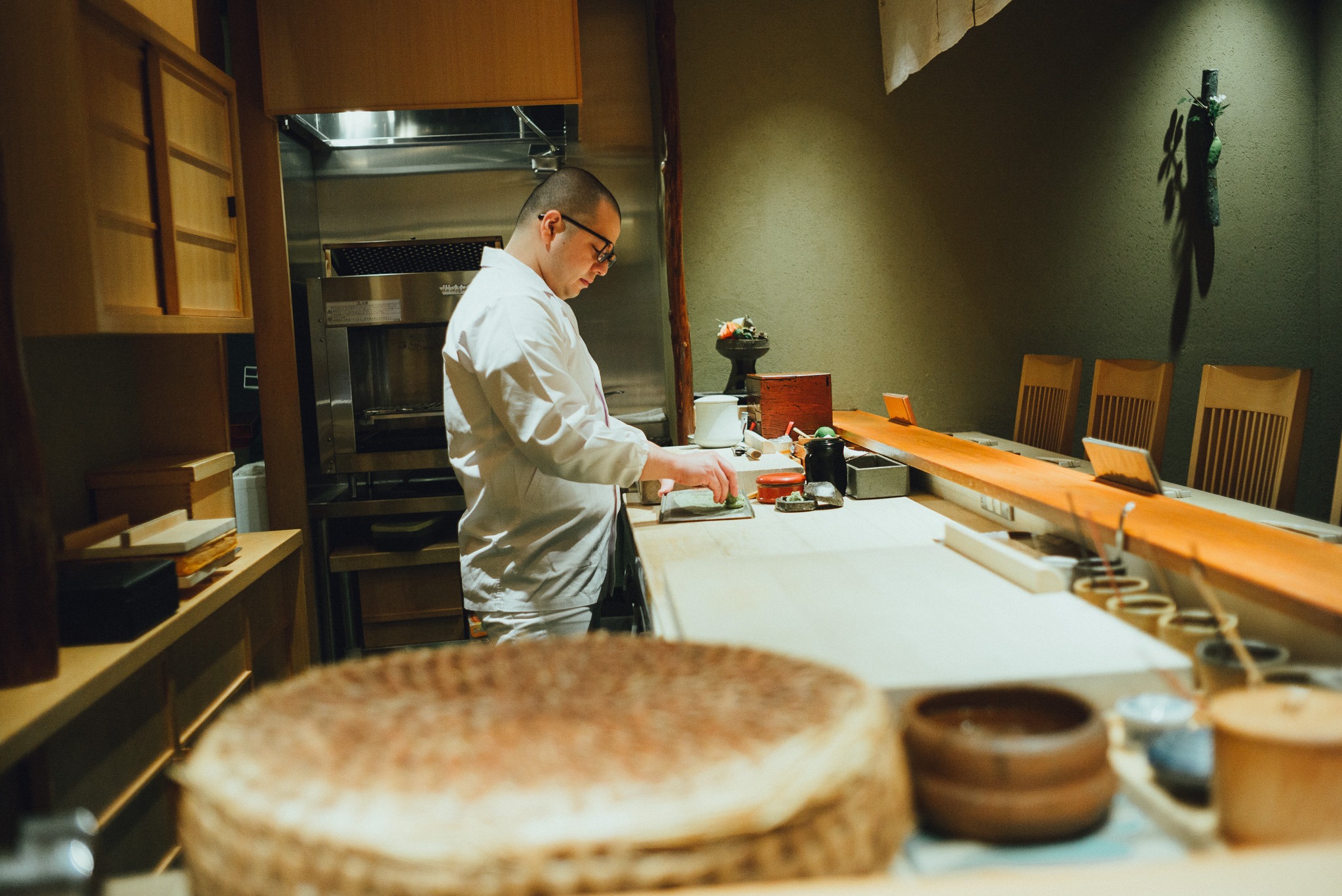 tokyo-travel-photographer-shin-sushi-wasabi-grating