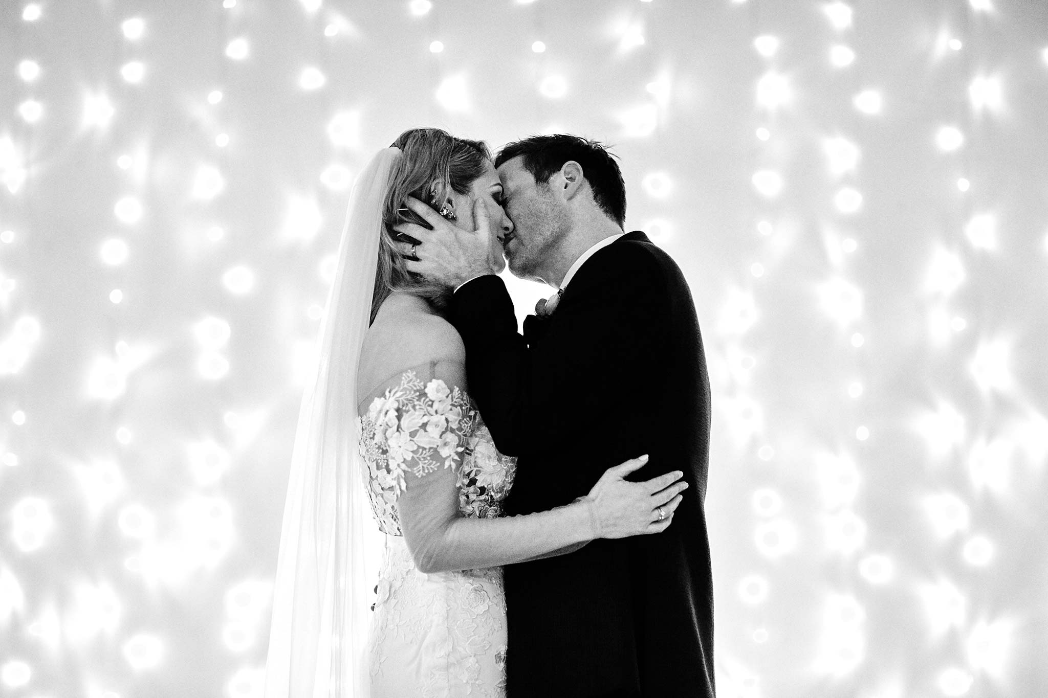 Melbourne-Wedding-Photographer-smartartz-gallery-ceremony-kiss