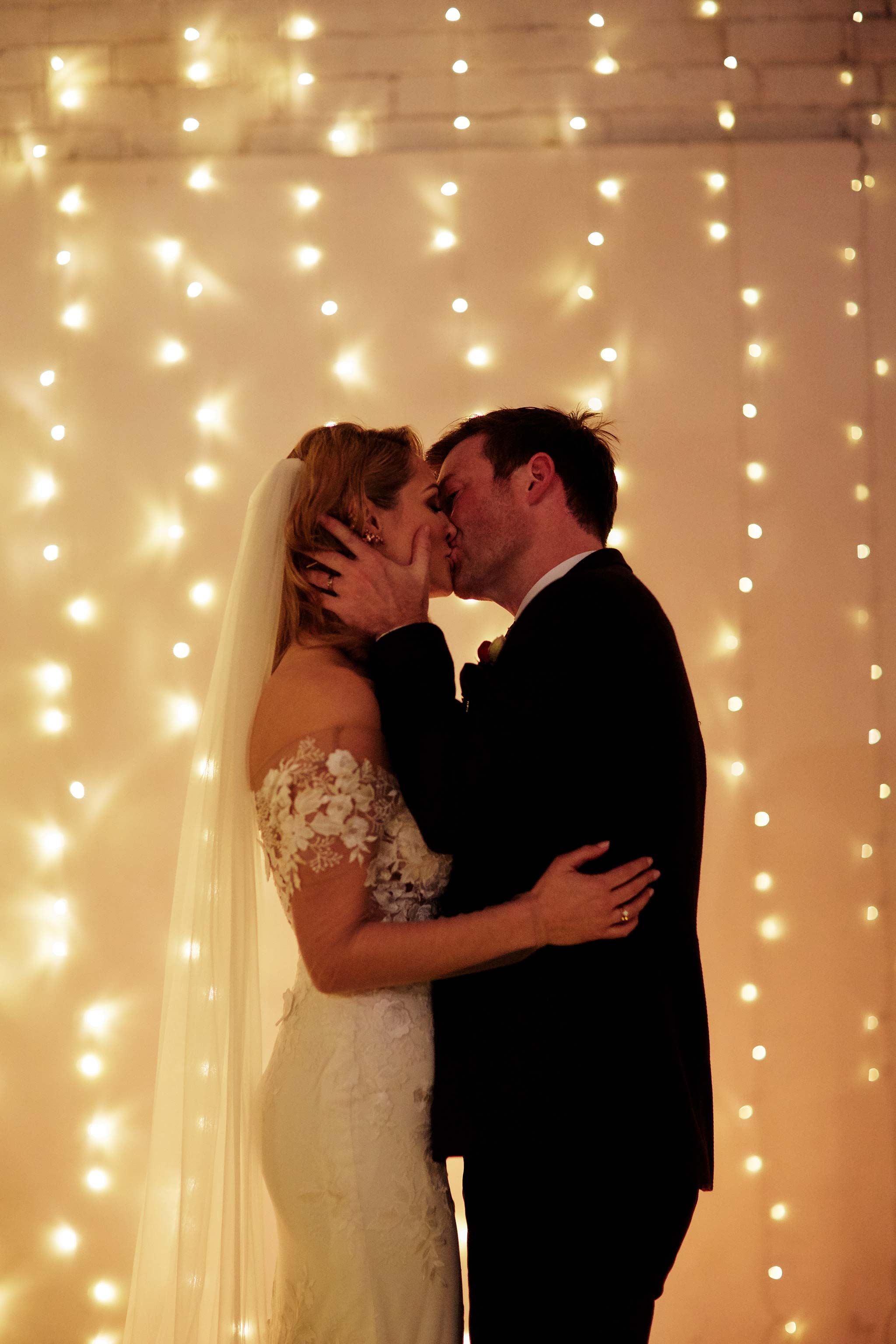 Melbourne-Wedding-Photographer-smartartz-gallery-ceremony-kiss