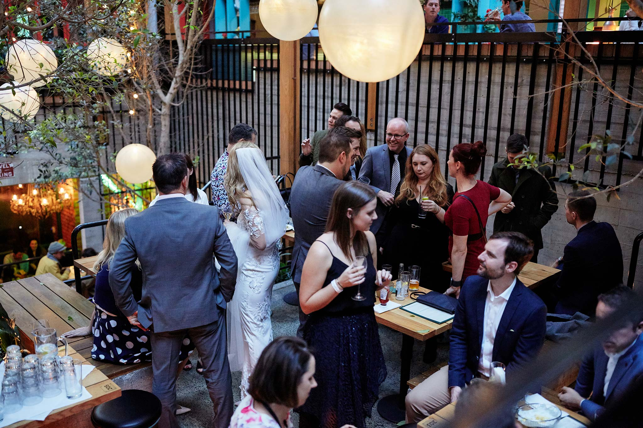 Melbourne-tour-bus-wedding-photographer-garden-state-hotel-lunch-drinks