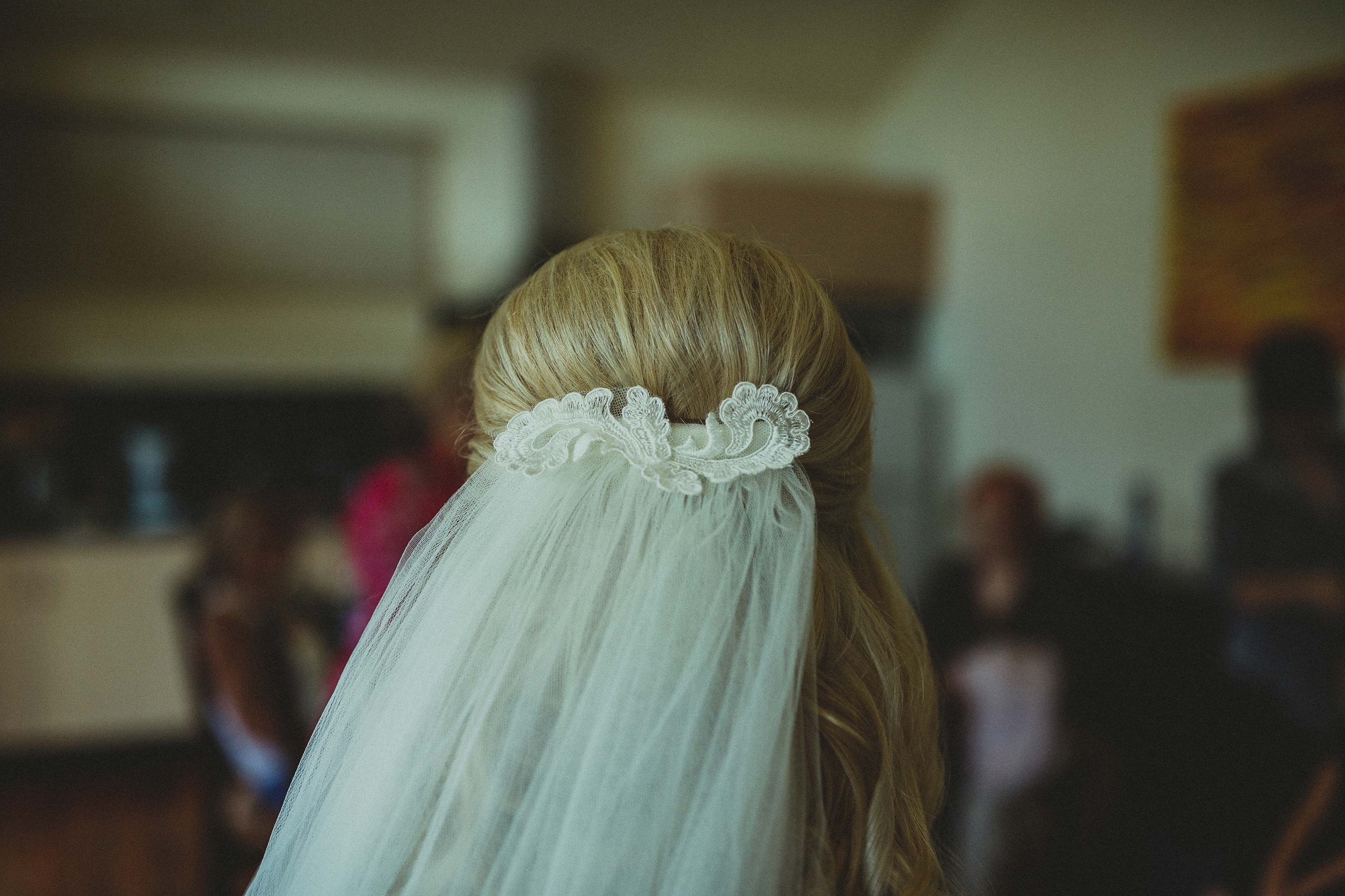 zonzo-yarra-valley-wedding-getting-ready-bride-veil