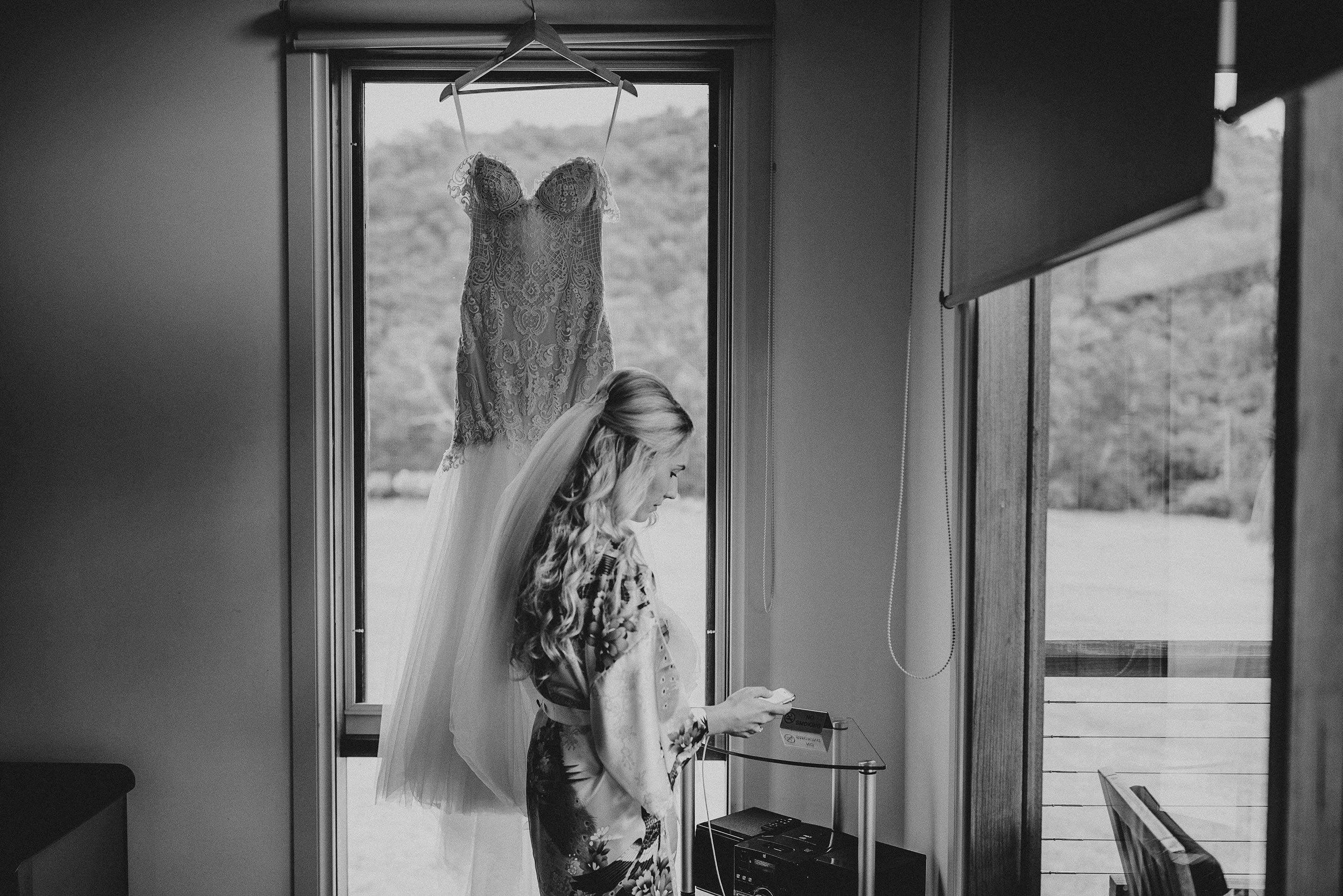 zonzo-yarra-valley-wedding-getting-ready-bride