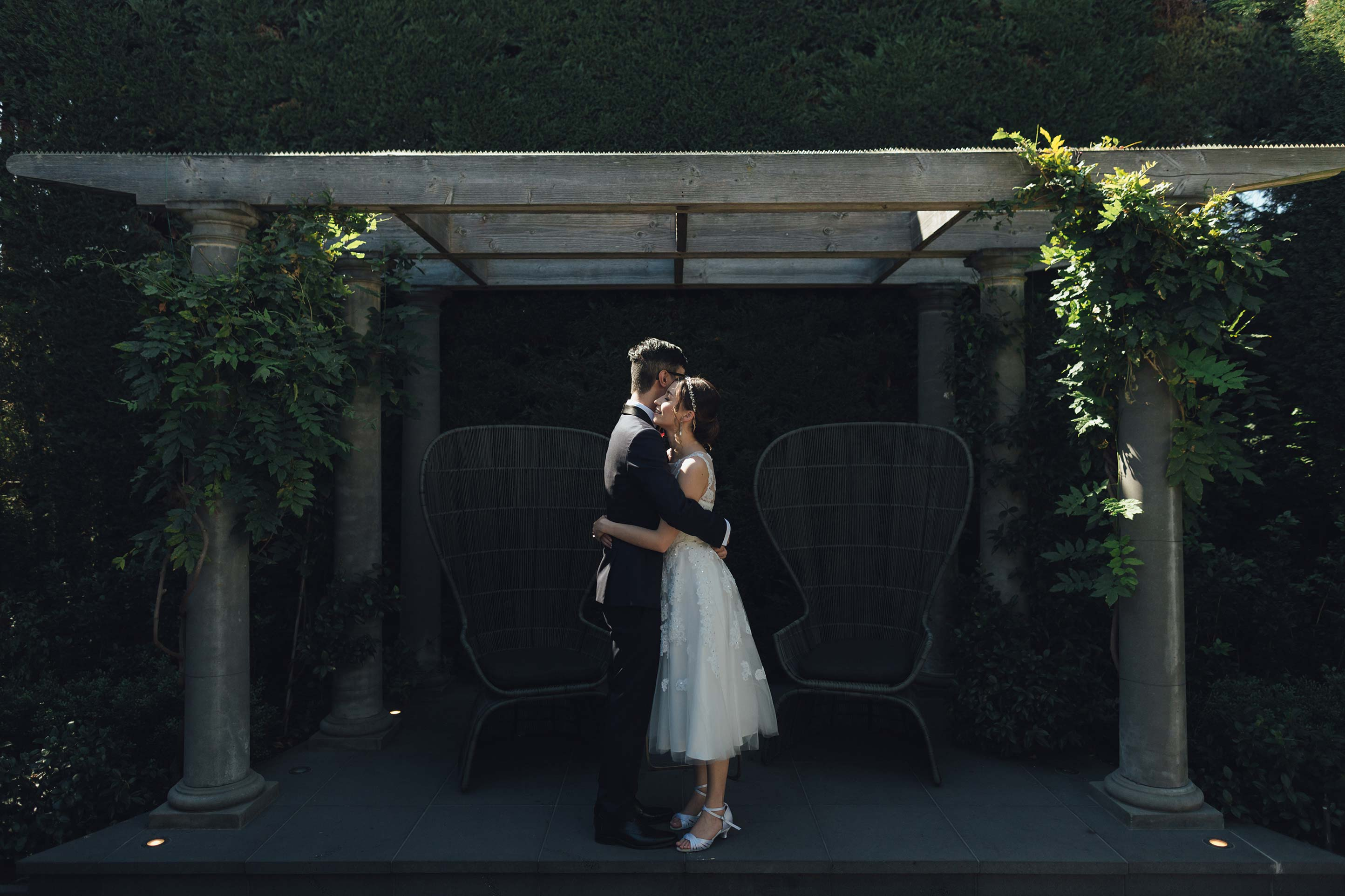 Melbourne-ripponlea-wedding-photographer-quat-quatta-lunch-reception-courtyard-portrait