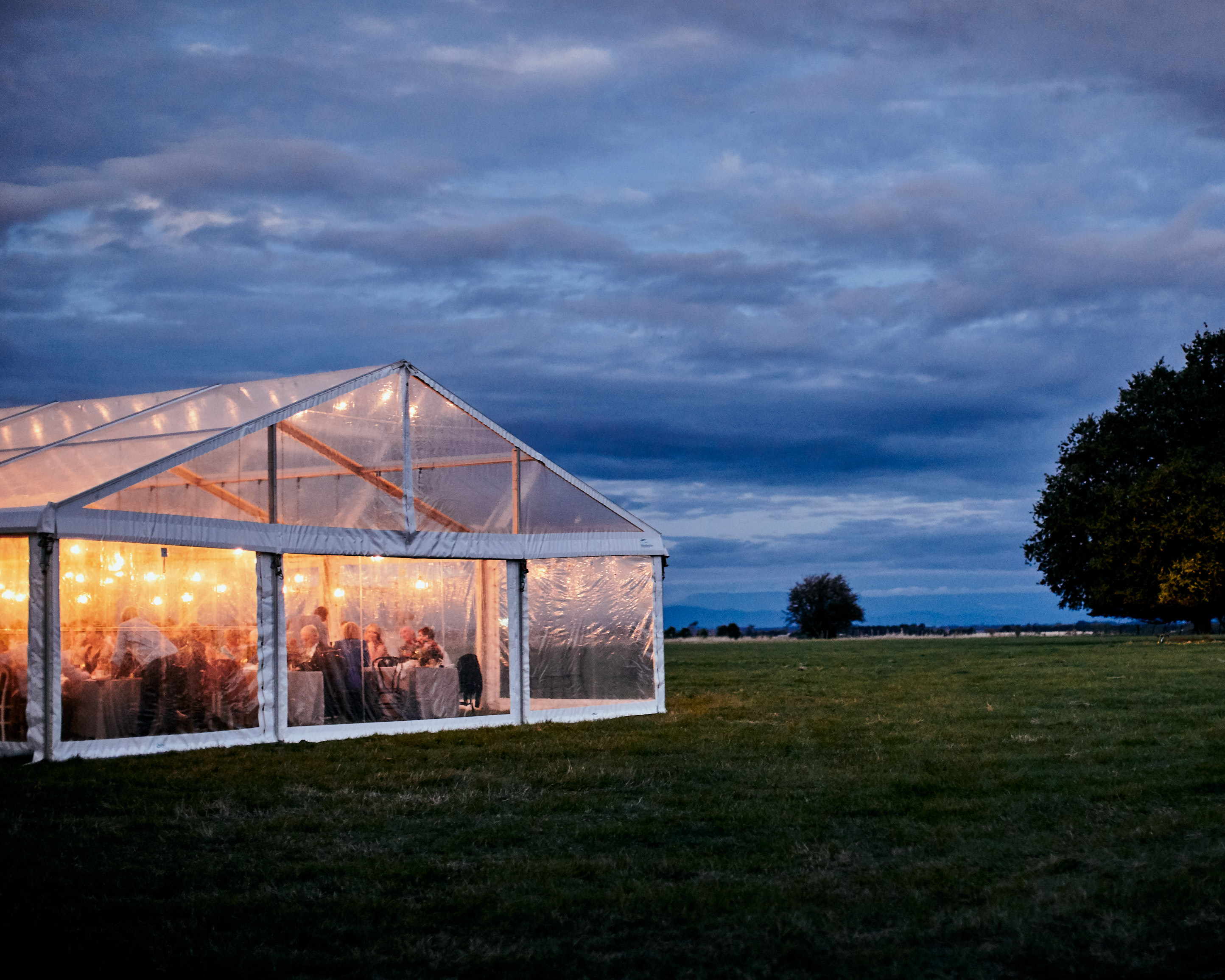 Melbourne-destination-wedding-photographer-launceston-farm-reception