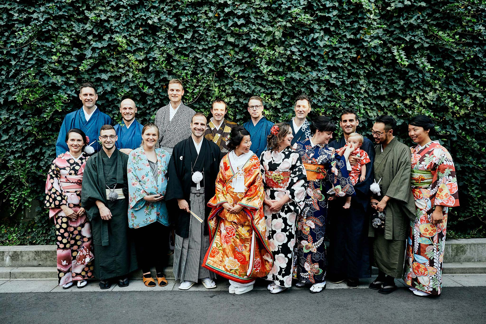 tokyo asakusa shrine traditional wedding group photo german