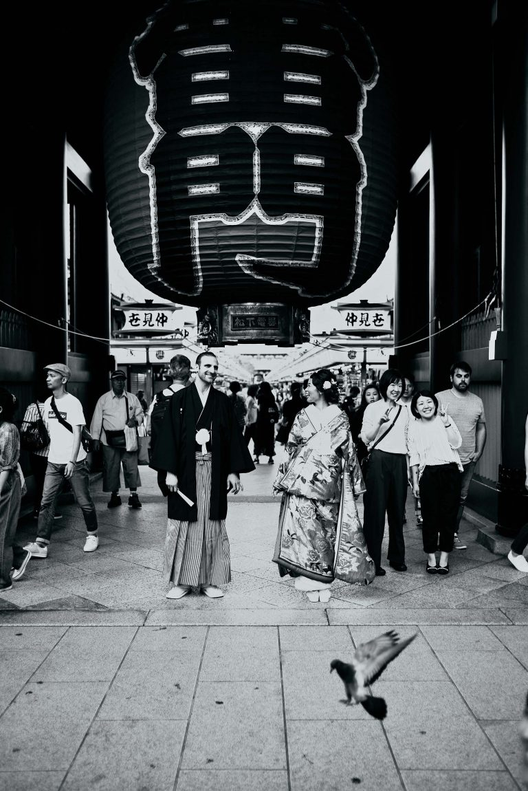 tokyo asakusa shrine traditional wedding bride groom kaminarimon