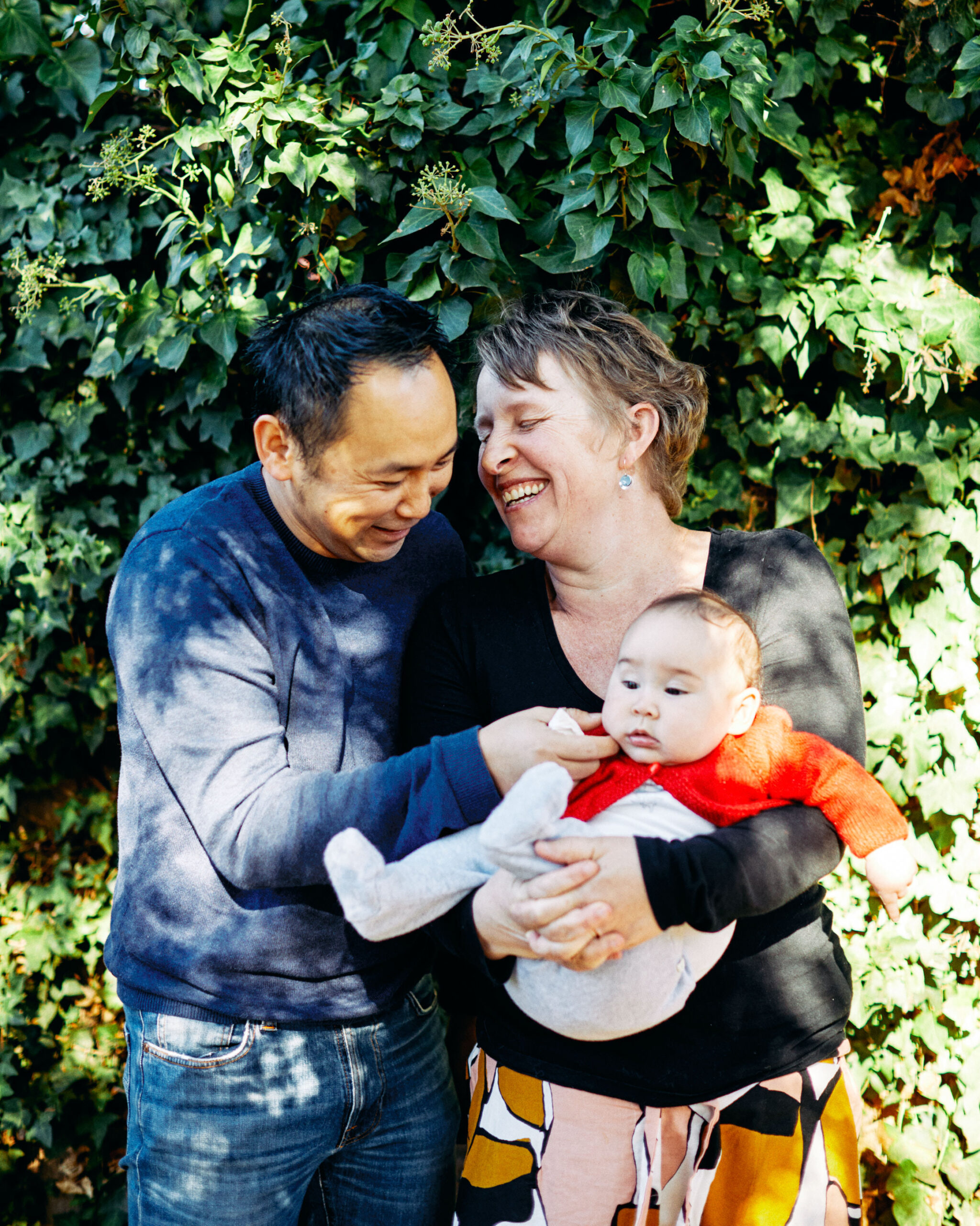 new born melbourne family portrait in backyard