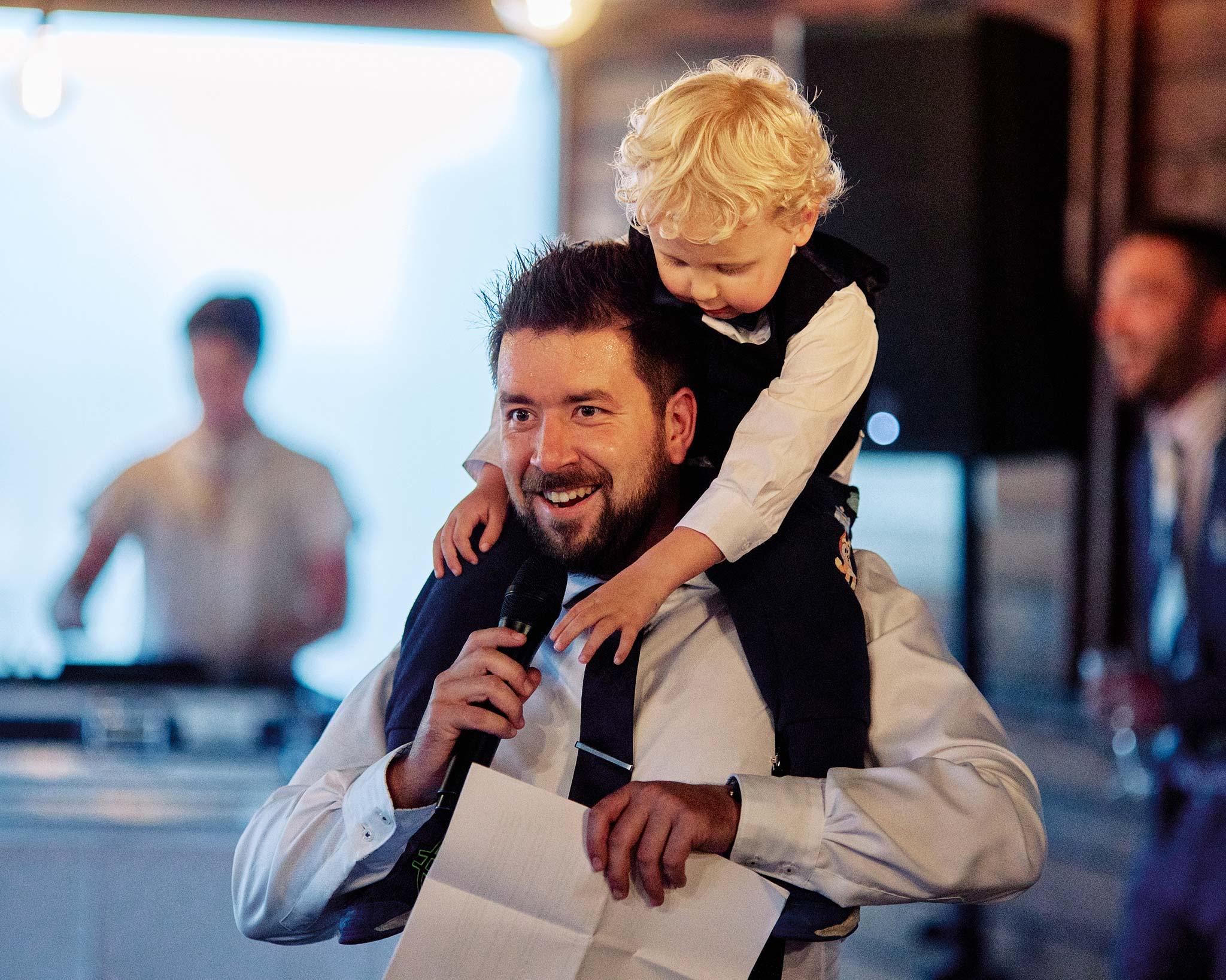 zonzo wedding photography reception speech with son